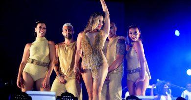 Resultado de imagem para Claudia Leitte faz show apaixonado na primeira noite do Festival Virada Salvador