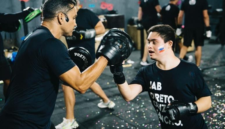 Boxe ajuda a melhorar autoestima de idosos e pessoas com deficiência