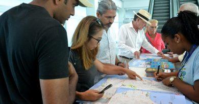 Visitantes desembarcam no Porto de Salvador para curtir o Carnaval