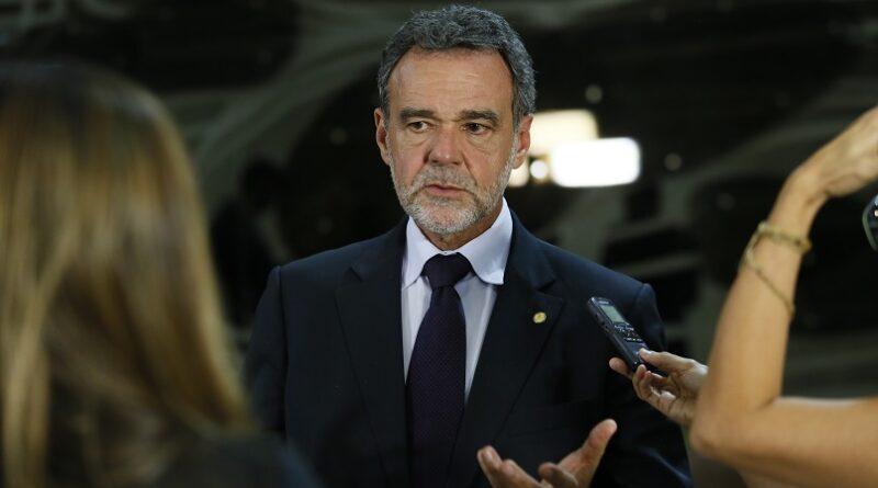 Daniel Almeida cobra avanço na vacinação e lamenta as 250 mil mortes por covid-19