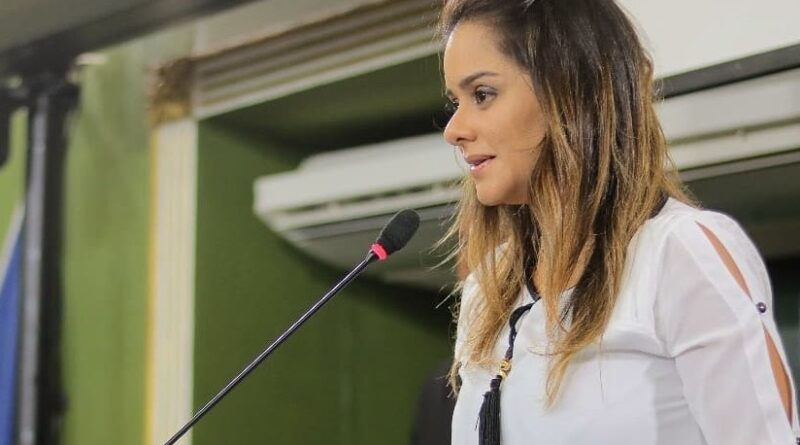 """""""Heróis anônimos"""", diz Lorena Brandão ao apresentar moção de aplausos para profissionais que estão atuando na pandemia"""