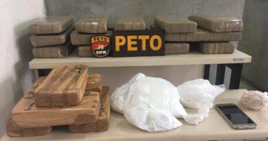 Em porta-malas PM encontra 25 kg de entorpecentes