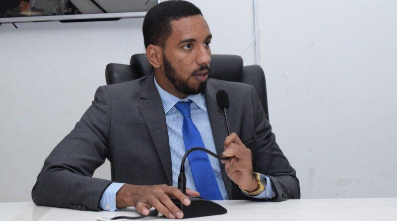 """Vereador Guinho repudia postura genocida de Fernando Gomes: """"A vida do povo de Itabuna não tem valor para o prefeito"""""""