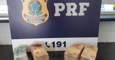 Após abordagem, advogado é flagrado com 110.000 reais sem comprovação de origem na BR 116