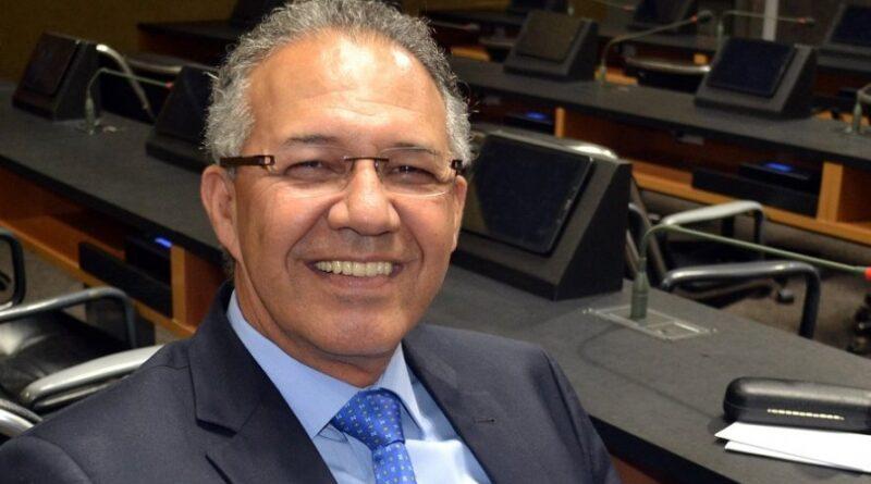 Ex-deputado Carlos Geilson anuncia que  está com o coronavírus