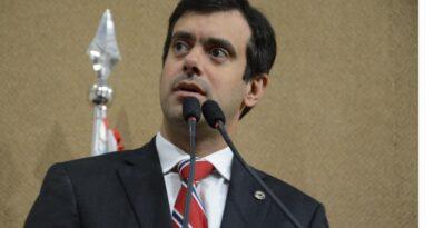 Tiago Correia defende reabertura de açougues