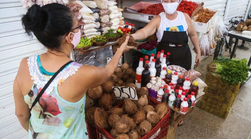 Mercados municipais registram boa procura por itens do caruru