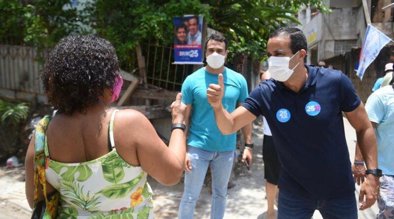"""""""As pessoas sabem o que fizemos e confiam que faremos muito mais"""", diz Bruno Reis em visita a comunidades"""
