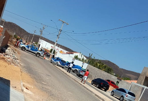 Policial Militar mata esposa, também policial, e comete suicídio em  Ibotirama