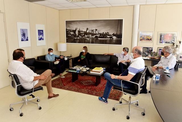 ACM Neto recebe as visitas de Colbert Martins e Herzem Gusmão