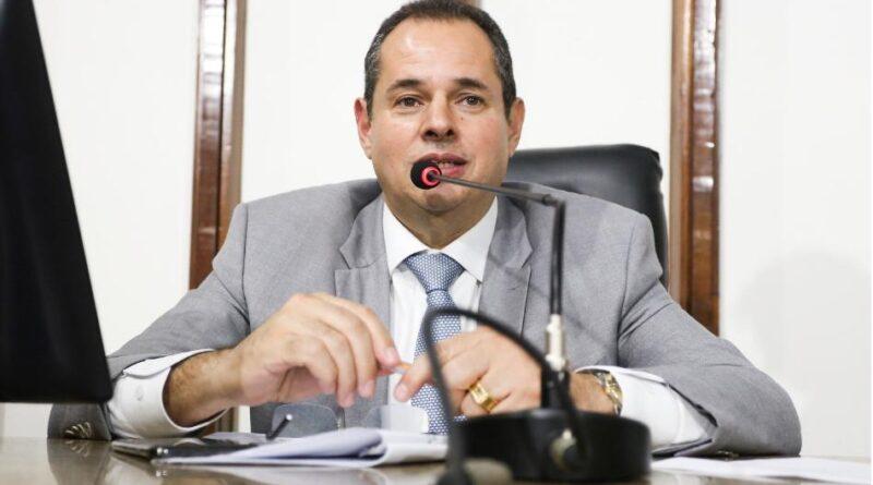 Nelson Leal propõe homenagem a Carlos Pinna de Assis, conselheiro do TCE-SE